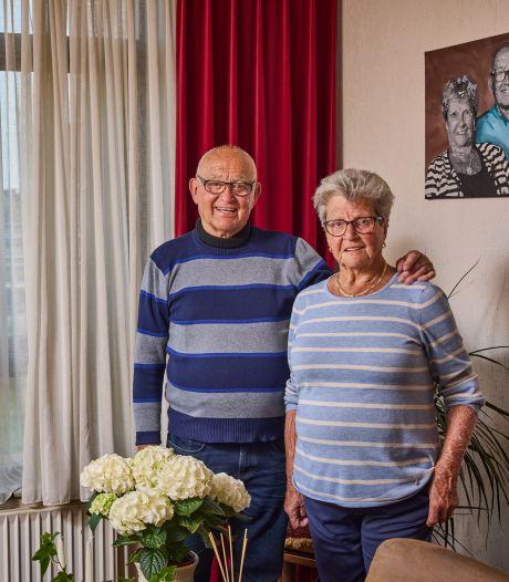 Henk en Corry (87) moeten hun huis pal naast de snelweg verlaten: 'Ik kan dit uitzicht niet missen'