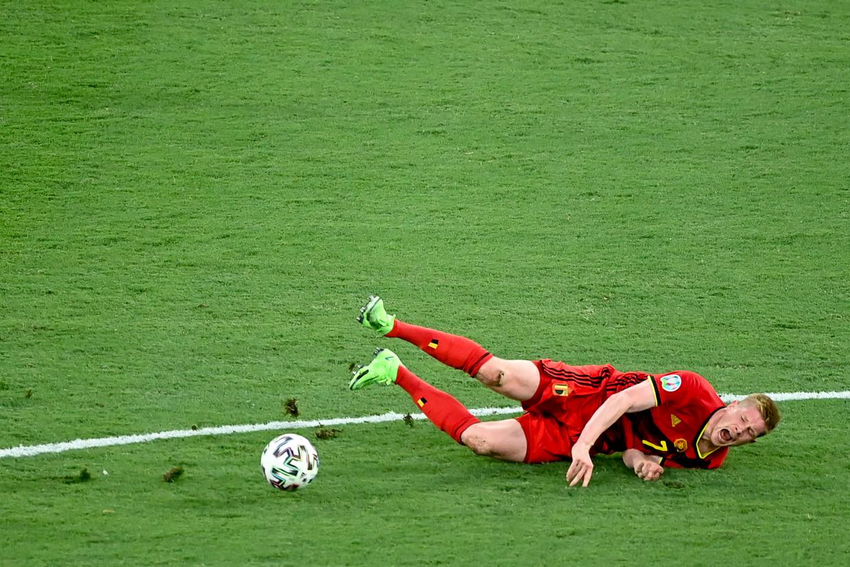 Kevin De Bruyne raakt geblesseerd tegen Portugal. ' Portugal voelde dat ze brutaal konden spelen.'