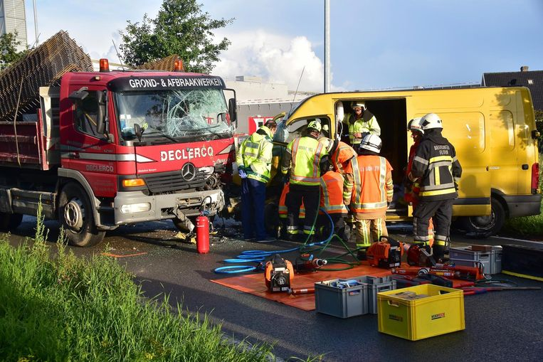 De hulpdiensten bij de plaats van het ongeval.