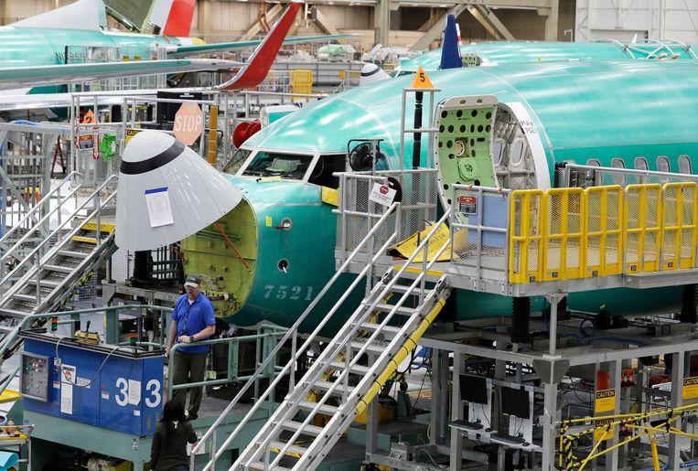 De toenmalige Amerikaanse president Trump maakte in 2019 bezwaar tegen Europese staatssteun aan vliegtuigbouwer Airbus, met volgens hem  oneerlijk concurrentievoordeel tot gevolg ten opzichte van het Amerikaanse Boeing. Boeing maakt onder meer het toestel 737 MAX 8 (foto). Beeld AP