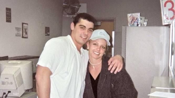 """Ex-man Britney Spears mengt zich: """"We werden onder druk gezet om ons huwelijk te beëindigen"""""""