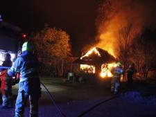Felle brand verwoest tuinhuis langs N303 in Putten