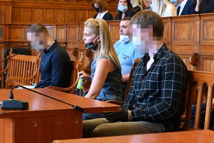Roelf B. (rechts) en vriend Gert-Jan N. samen in de rechtbank in Boedapest.