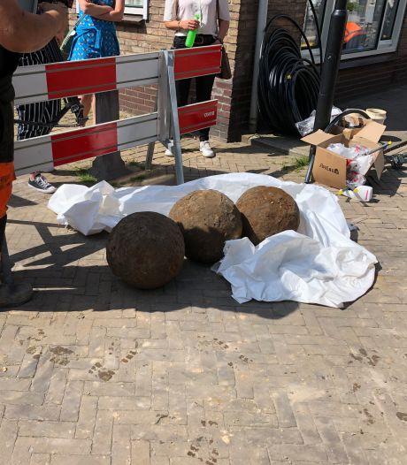 Archeoloog: 'Gevonden kanonskogels Vianen dateren vermoedelijk van voor de 16de eeuw'