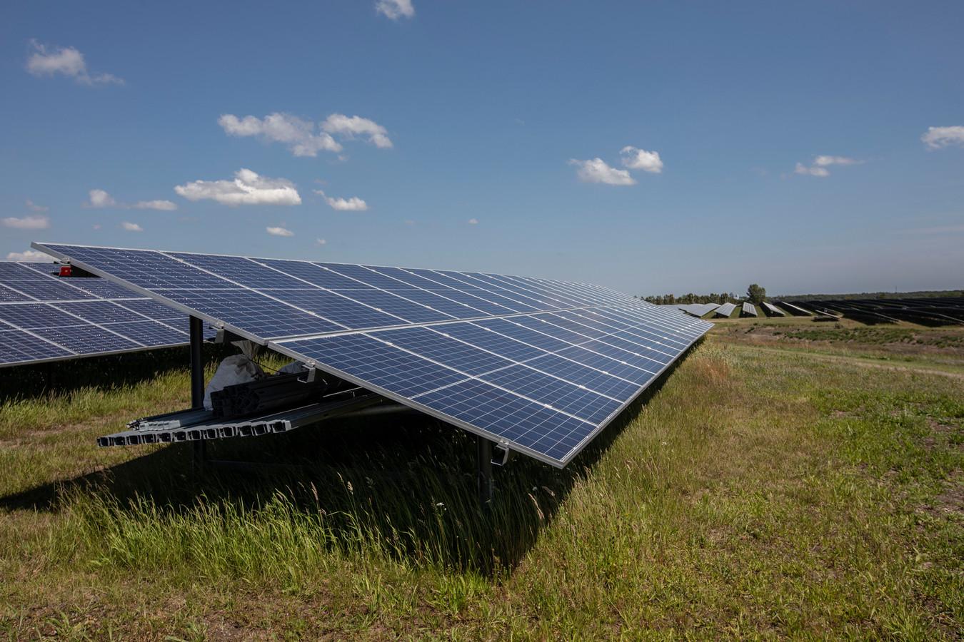 Op het terrein van de zinkfabriek in Budel-Dorplein werd vorig jaar al een zonnepark geopend van 65 hectare.