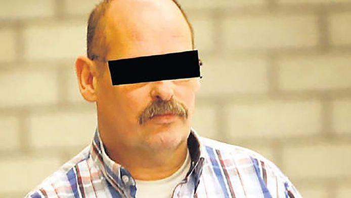Peter van den B. werd betrapt op kinderporno op zijn laptop.