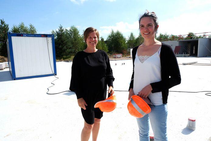 Daniëlle van de Merwe en Eleni Van Looy voor de nieuwbouw voor TheA