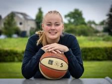 Basketbalster Monique uit Elst traint 500 schoten per dag in Goodland, Amerika