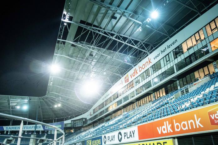 De schade aan het dak in het stadion van AA Gent.