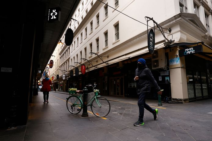 Een ongewoon rustige Degraves Street in Melbourne.