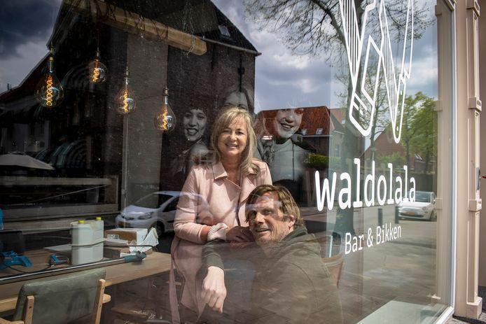 Marco Musters en Monique van de Watering nemen Bodega Waldolala over. Het gaat Waldolala Bar & Bikken heten.