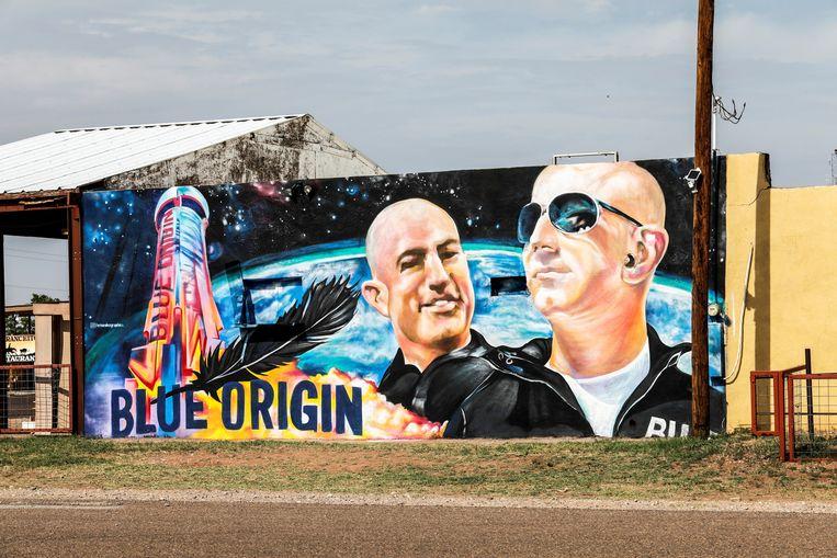 Een muurschildering van de gebroeders Bezos. Beeld Reuters