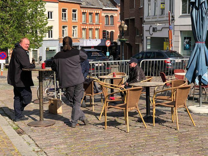 Enkele vrienden brachten hun eigen drank mee en probeerden al een terrasje op de Veemarkt uit.