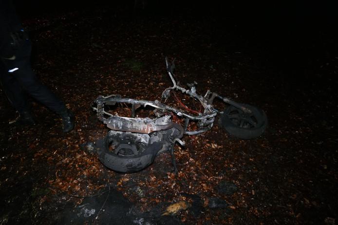 In Huis ter Heide brandde een scooter uit