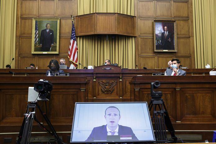 Facebook-CEO Mark Zuckerberg tijdens een videoconferentie met leden van de Amerikaanse senaat.