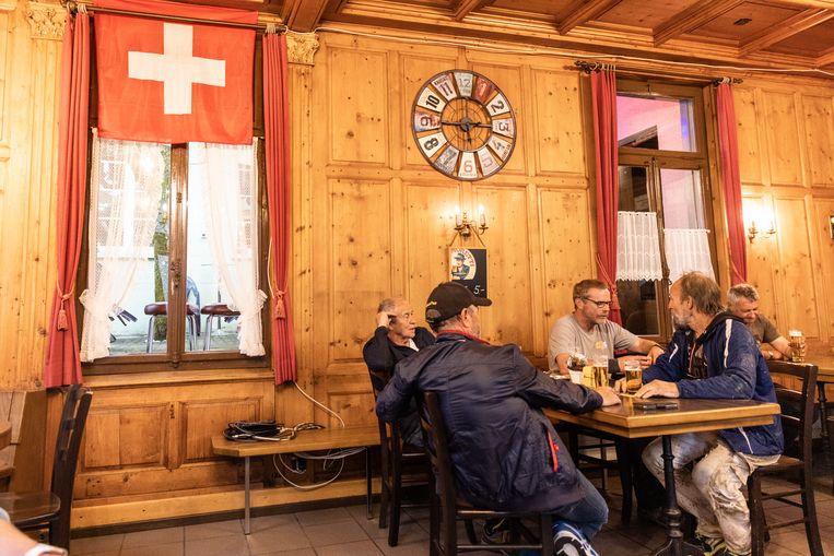 In een kroeg in Einsiedeln, kanton Schwyz. Beeld Julius Schrank