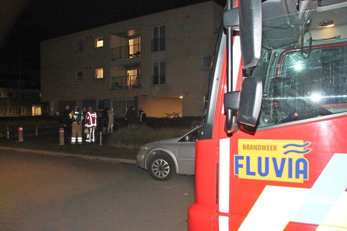 De brandweer van de zone Fluvia bij het appartementsgebouw.