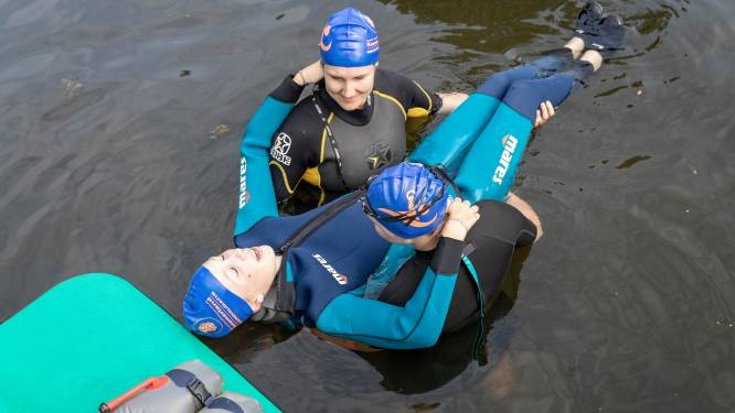 Verlamd tot borsthoogte en toch zwemmen? Cynthia en Marlous uit Twente bewijzen dat het kan