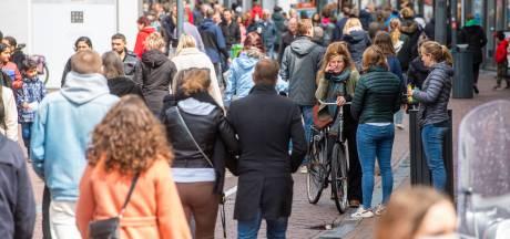 Druk in de Amersfoortse binnenstad na heropenen terrassen en winkels, maar ingrijpen niet nodig