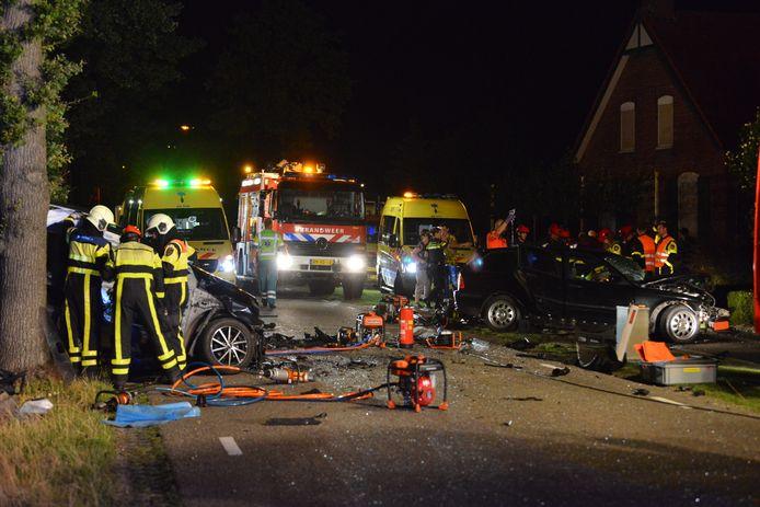 Veel hulpdiensten bij het ongeluk in Achtmaal.