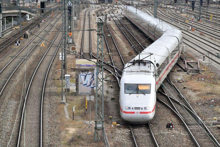 Een Intercity-Express bij het centraal station van München. Beeld FrankHoermann/SVEN SIMON/picture-alliance/dpa/AP Images