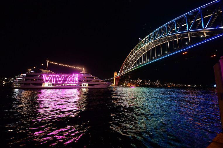 In Sydney wordt ieder jaar een groot lichtfestival georganiseerd. Hierbij worden onder andere het Opera House en de Sydney Harbour Bridge kunstzinnig verlicht. Beeld AP