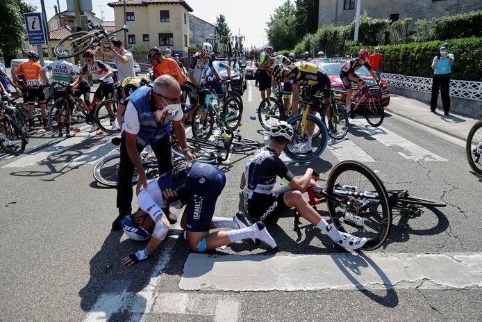 Het ging flink mis in de beginfase van de zestiende etappe.