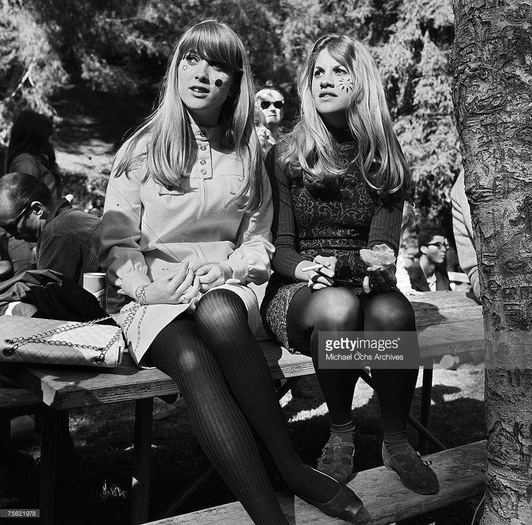 Er werd in de sixties veel nagedacht, getuige deze flowerpowermeisjes in het Elysian Park in Los Angeles, maar niet altijd erg diep. Beeld rv