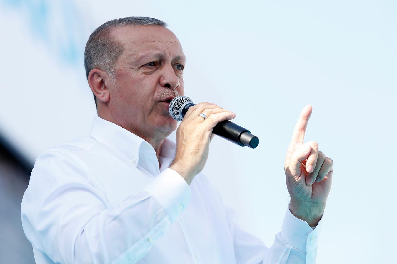 De Turkse president Recep Tayyip Erdogan zaterdag op een verkiezingsbijeenkomst. Op 24 juni gaan de Turken naar de stembus om zowel de president als het parlement te kiezen.