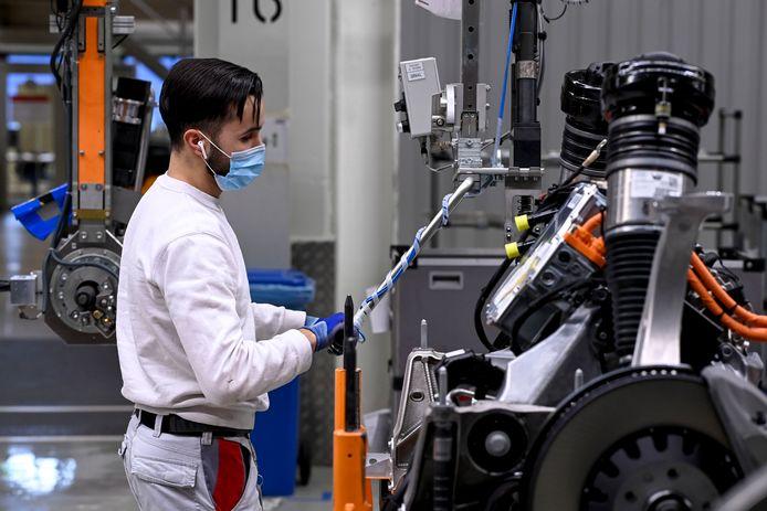 Een werknemer van de Audi-fabriek in Brussel.