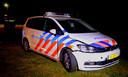 Twee politiewagens raakten beschadigd tijdens de achtervolging. Een van de politiewagens werd afgevoerd door een bergingsbedrijf.