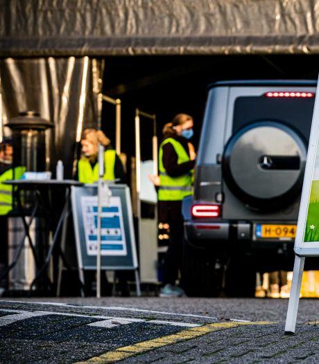 Drive-in stembureau Halderberge is 'blikvanger' in reeks maatregelen voor Kamerverkiezingen