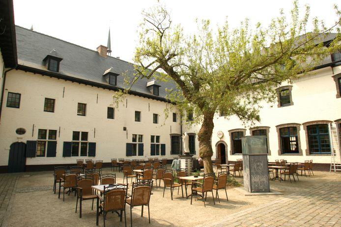 Binnenplein van cultuurcentrum Het Gasthuis in Aarschot.