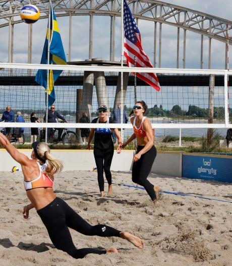 Waalkade bedolven onder 320 kuub zand voor internationaal beachvolleybaltoernooi
