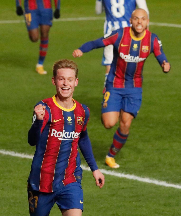 'Frenkie de Jong is liever middenvelder', weet Koeman. De Jong speelt nu tijdelijk als centrale verdediger. Beeld Reuters