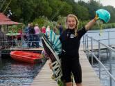 Zangeres Laura van Kaam krijgt 'ultiem gevoel van vrijheid' op haar wakeboard
