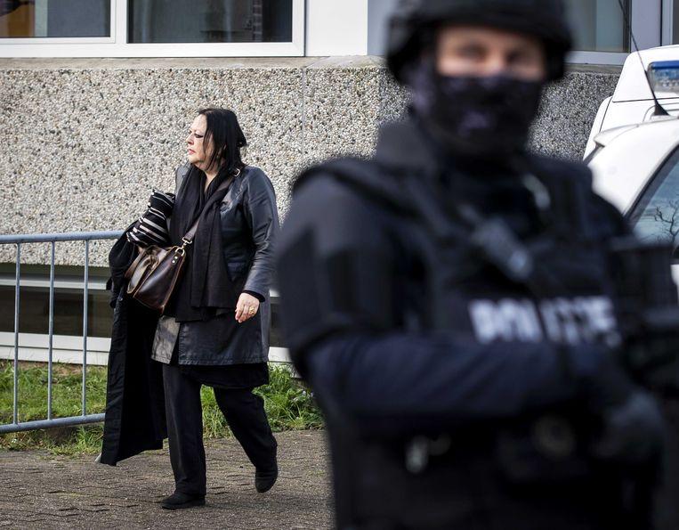 Advocaat Inez Weski komt aan bij de extra beveiligde gerechtsbunker in Amsterdam-Osdorp.  Beeld ANP