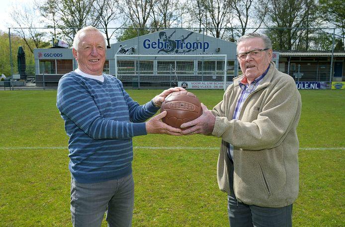 Thomas Scheurwater (links) en Piet Bax op het terrein van GSC/ODS, waarvan Merweboys één van de voorlopers was.