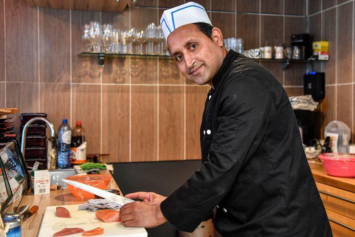 """""""Ik kies voor authentieke sushi en niet de westerse versies die je in dit land meestal vindt"""", zegt chef Mohammad."""