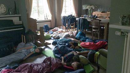 Scouts vluchten in pyjama naar boer