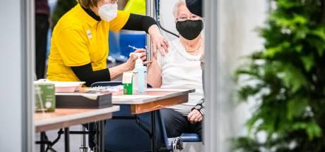 Rita's moeder (85) liep bijna haar vaccinatie mis: 'Niet-digitale ouderen staan voor het blok, Nederland op z'n smalst'