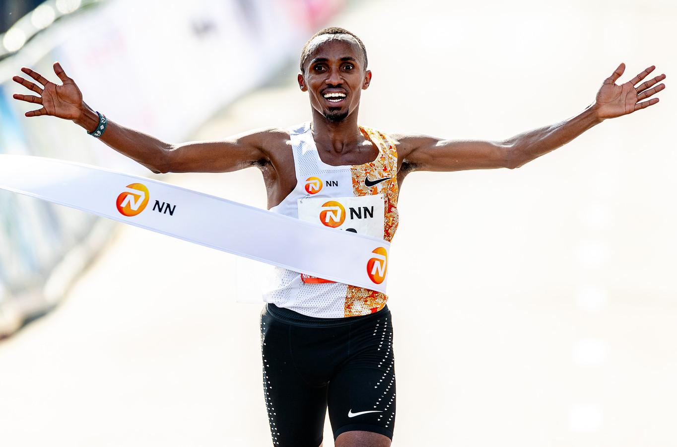 Abdi Nageeye tijdens de marathon van Rotterdam