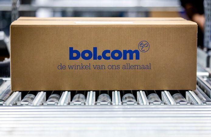 Moederbedrijf Ahold Delhaize hult zich in stilzwijgen over Bol.com. De webwinkel groeit snel en de top wilde meer vertellen over dat succes, maar besloot dat toch niet te doen, meldt het FD dinsdag op basis van bronnen rond Ahold. De reden: angst voor Amazon.