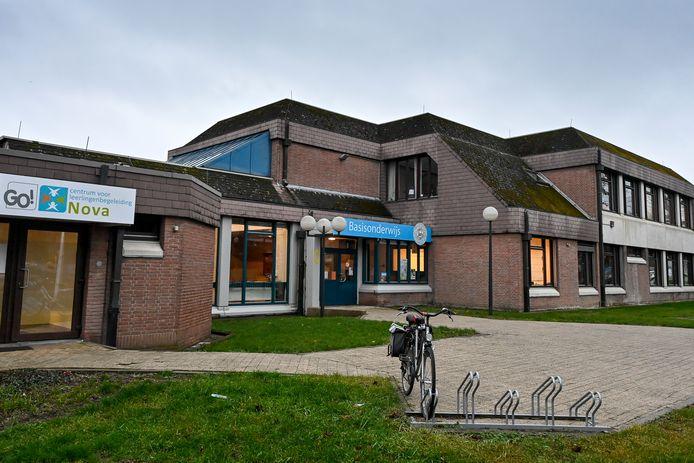 Dinsdag raakte bekend dat twee leerkrachten van kleuter- en basisschool Schuttershof besmet zijn met de Britse coronavariant.