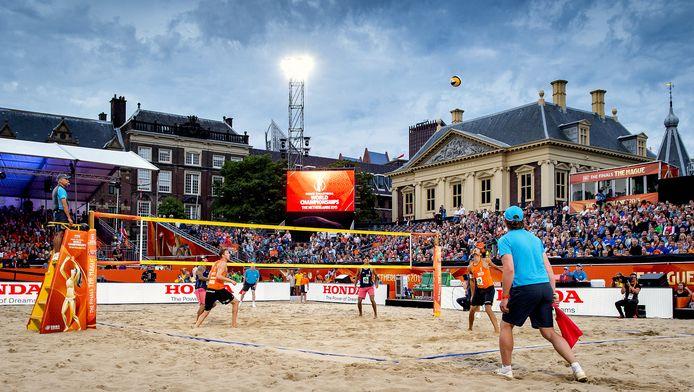 Speciaal voor het WK Beachvolleybal werd vorig jaar zomer een stadion gebouwd op pontons in de Hofvijver.