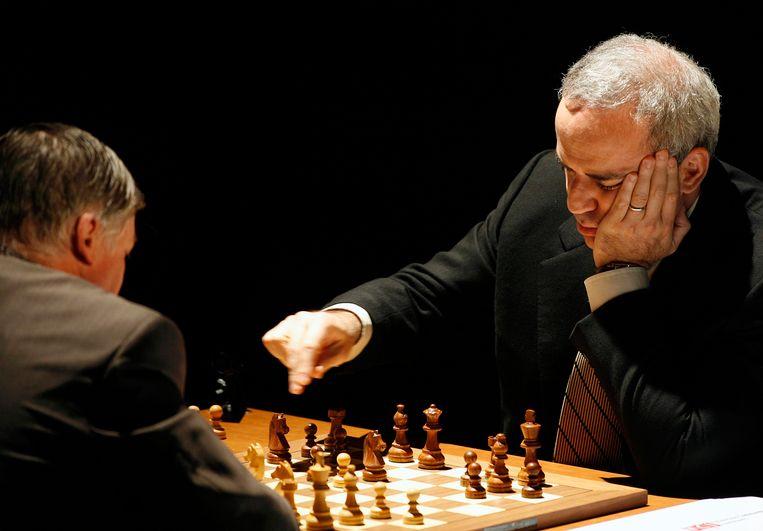 Gary Kasparov achter het schaakbord. Beeld reuters