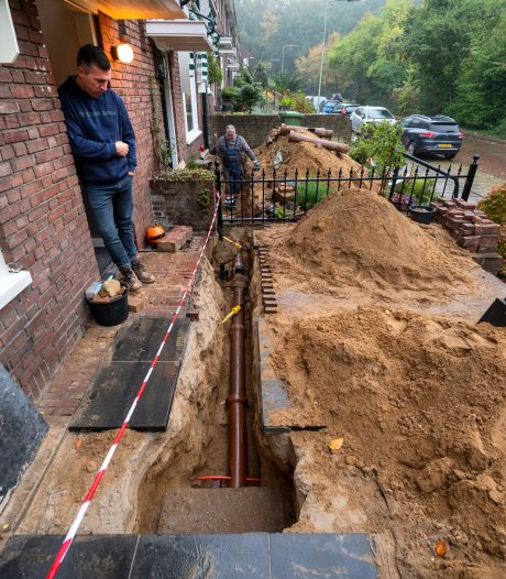 Wc verstopt, rioolwater in de kelder, tuin overhoop: flinke schade na aanleg glasvezel