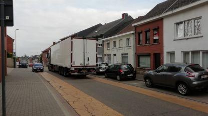 """Bewoners tellen 15 voertuigen per minuut: """"Graag éénrichtingsverkeer in Prattenborgstraat"""""""