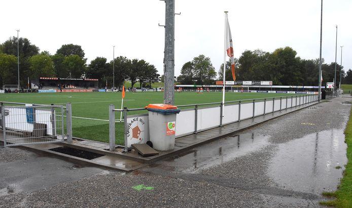 Bij het duel tussen Oranje Wit en RVVH wordt geen publiek toegelaten.