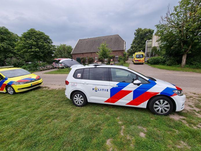 De hulpdiensten kwamen snel naar de Spekkendijk in De Heurne waar een vrouw door een koe werd aangevallen.